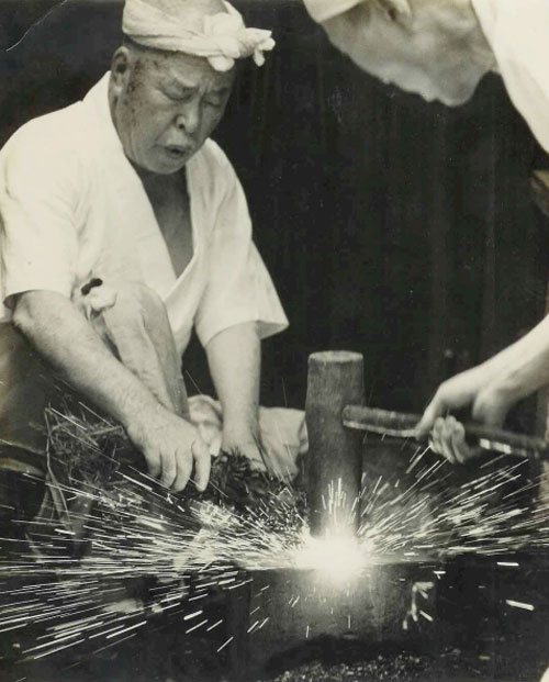 Kuniie at his forge in Katsushika-ku
